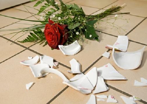 Zerbrochenes Porzellan zum Polterabend